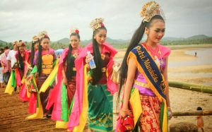 Bau Nyale Festival | Events Lombok Indonesia travel justgoindonesia mandalika