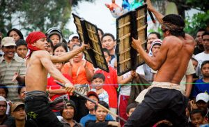 Bau Nyale Festival | Events Lombok Indonesia travel justgoindonesia pasean
