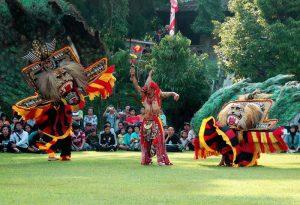 Tari-Reog-Ponorogo-justgoindonesia-indonesia-travel