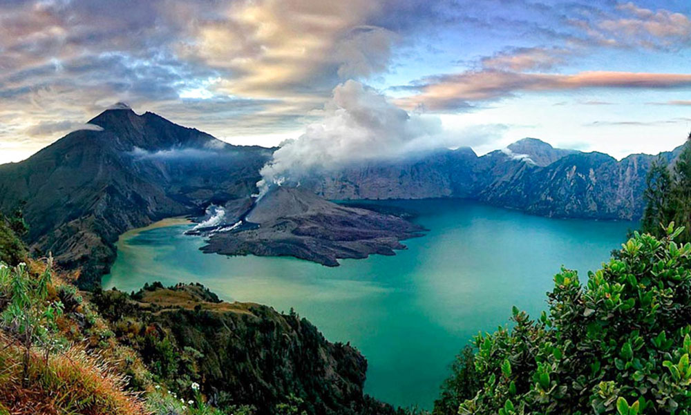 rinjani-vew-from-senaru-lombok-justgoindonesia-indonesia-travel